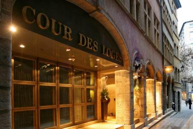 cour-des-loges-facade-1